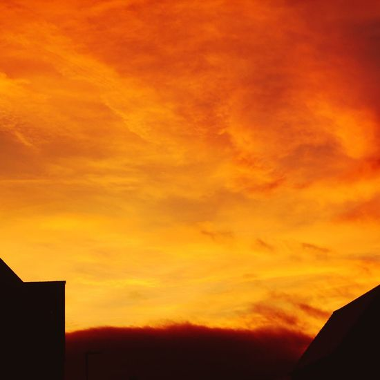 Good night my friends, a wonderful weekend for you. Photography Sunset Orange Color Silhouette Sky Architecture Cloud - Sky Low Angle View Beauty In Nature