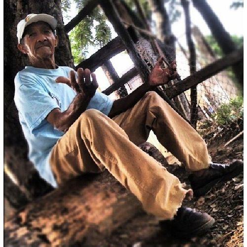 Viejo amigo del barrio Don Santín.. Potrait Streetphoto Photojournalism