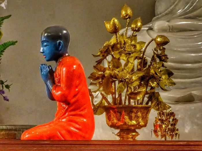 Religion Statue Gold Colored Indoors  Eyeem Photography Iconic Idols Bouddhiste Boudhatemple SriLanka Statuettes Religious Artefact Zen Peace And Quiet