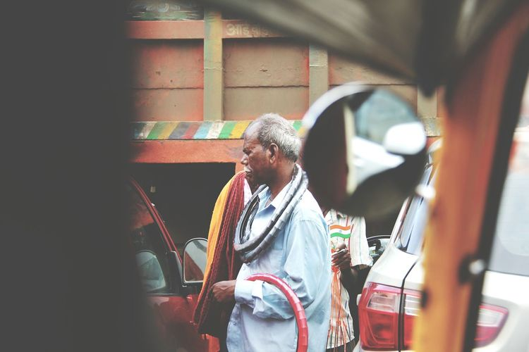 A man selling goods on the road in hurry while traffic is stopped until green light!! India Incredible India Streetphotography Street Life MumbaiDiaries Mumbailocal Street Hawker Busy Day Tough Life Working Hard The Photojournalist - 2016 EyeEm Awards The Street Photographer - 2017 EyeEm Awards