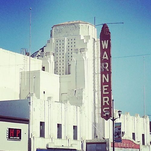 In Huntington park spending a father's day with the family Fathersday HuntingtonPark Warnerstheater Sunnyday funday exploring newthingseveryday bluesky familytime enjoy