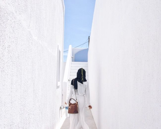 First day to Fira Santorini, Greece . Whitewall Hijab Hijabi Muslimah Whiteoutfit Modestfashion Modest Wear