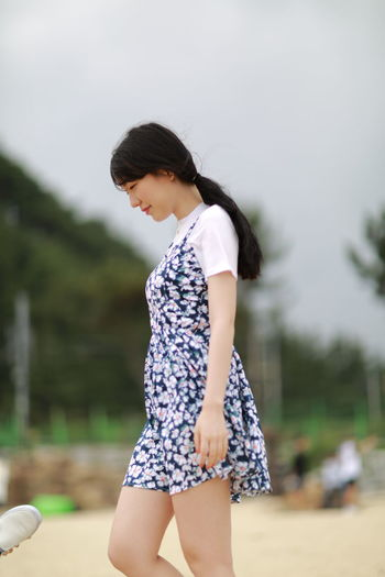 Black Hair Day Enjoying Life Enjoyment Focus On Foreground Girl Happy Helloworld Hi! Leisure Activity Side View Standing Young Young Adult ♡ Love