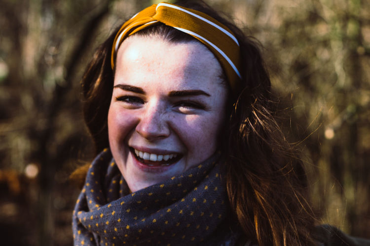 Mares Fashion Adult Adults Only Beautiful Woman Blair Waldorf Cheerful Close-up Day Focus On Foreground Happiness Headscarf Headshot Hipster Leisure Activity Looking At Camera Nature One Person Outdoors People Portrait Real People Smiling Young Adult Young Women