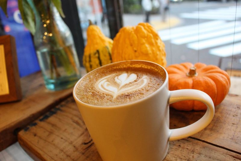 latte of the day カフェラテ カフェ 珈琲 猿田彦珈琲 Sarutahiko Japan Tokyo Coffeeshop Autumn Spring Thanksgiving Pumpkin Latteart Cafelatte Cup Still Life Freshness Mug Coffee Cup Food Focus On Foreground Close-up No People Hot Drink Indoors  Cappuccino