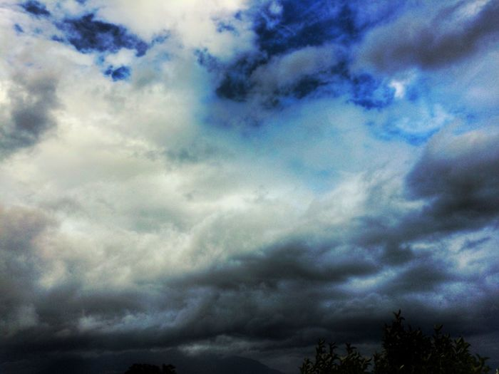 Clouds Sky Cloud - Sky Nature Scenics Beauty In Nature No People Outdoors Tranquil Scene Cloud Rain