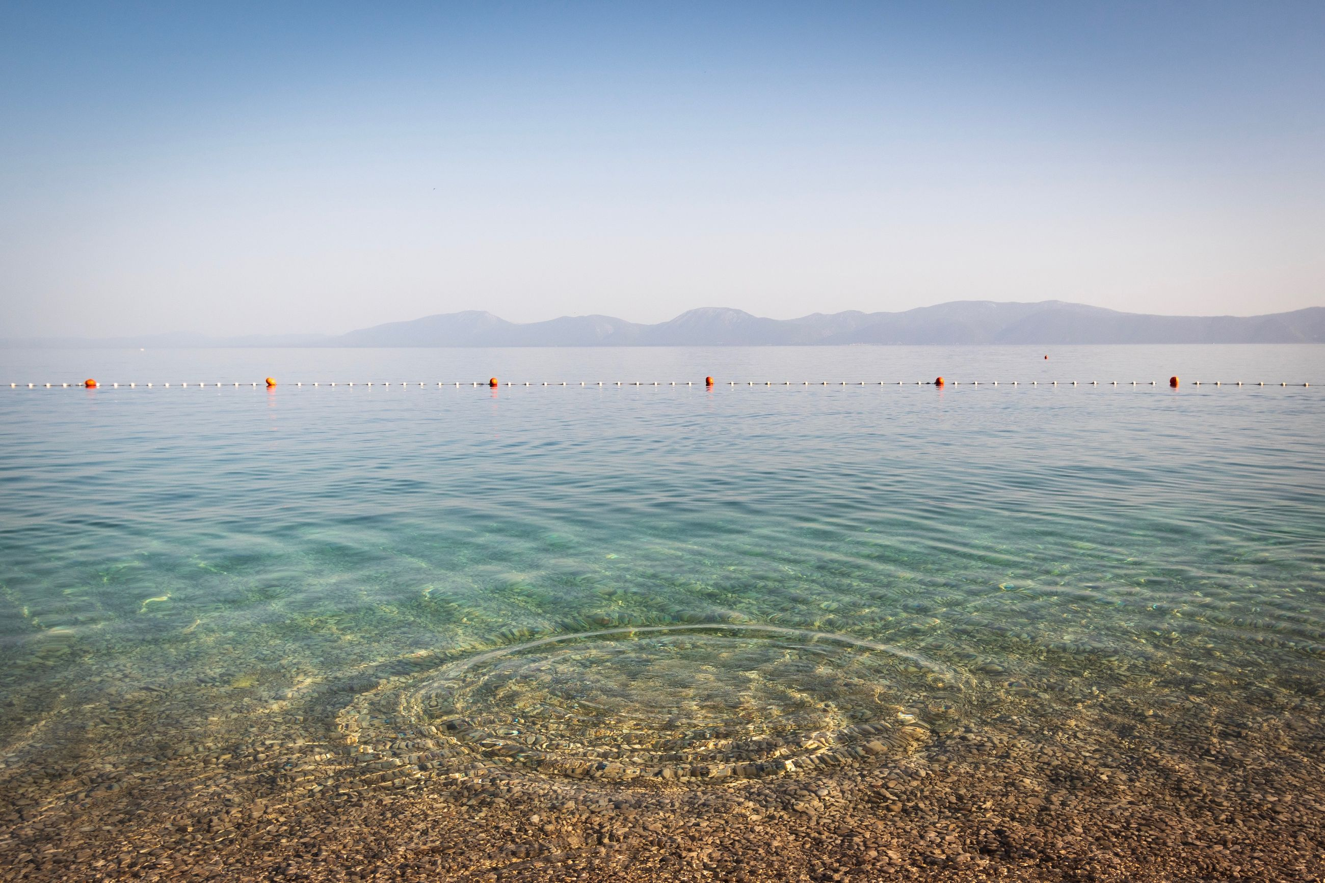 water, scenics - nature, beauty in nature, sky, sea, tranquil scene, tranquility, nature, waterfront, mountain, clear sky, idyllic, blue, day, copy space, land, beach, non-urban scene, no people, outdoors, shallow