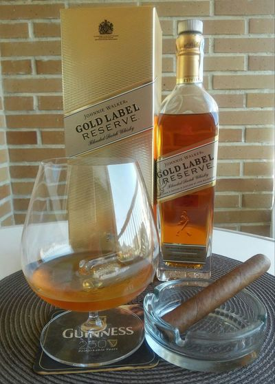 Sibaritas Habanos Whisky Johnniewalker Relax Holiday POV Good Day Light And Shadow Coffee Time