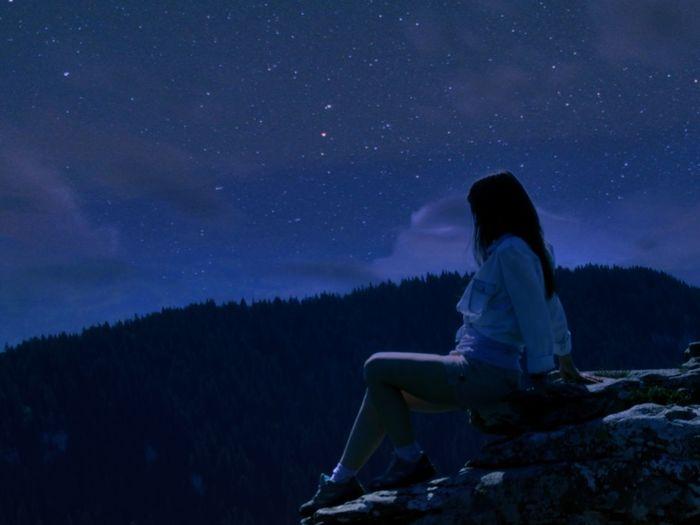 Woman sitting on rocks in mountain