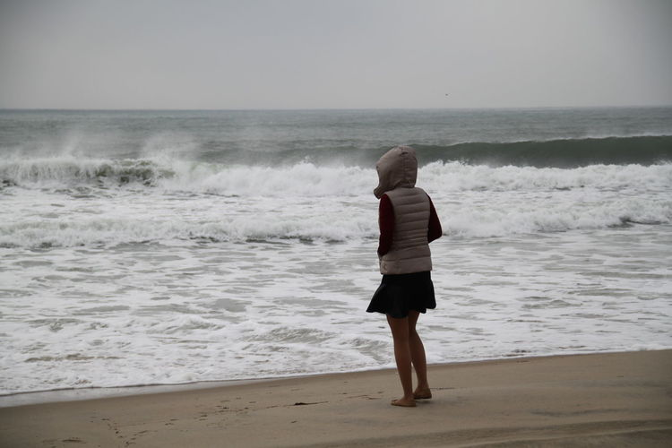 Beach Horizon Over Water Ocean Outer Banks, NC Seascape Shore Surf Vacations Water Waterfront Wave Weekend Activities USA USAtrip Girl People Of The Oceans Young Women Beach Life Weather