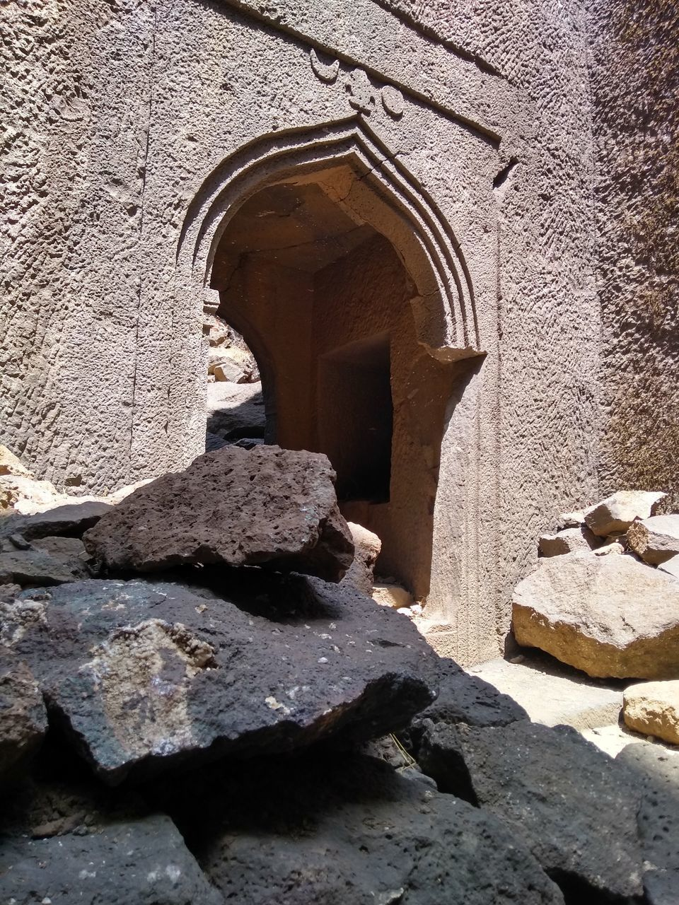 architecture, built structure, arch, the past, history, building exterior, day, building, no people, solid, old, sunlight, wall, nature, stone material, outdoors, low angle view, wall - building feature, stone wall, religion, ancient civilization
