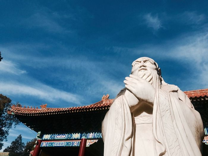 Confucian Temple 国子监 孔子像 孔子廟 孔子 Konfucius IPhone IPhone Photography EyeEm Selects Cloud - Sky Sky Sculpture Architecture Low Angle View Nature Statue No People Day Blue