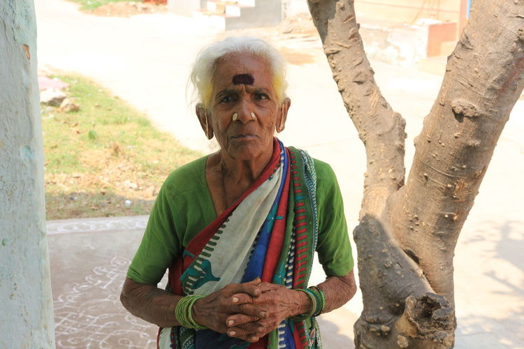 Facesoftamilnadu Looking At Camera Oldwomen Real People RuralIndia Senior Women Southindia Travel Photography