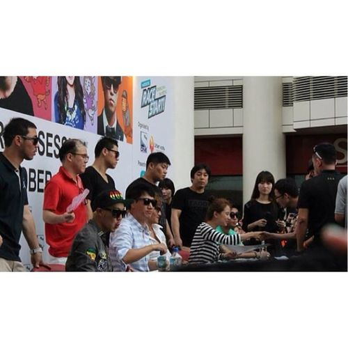 9 months since I last saw 5 RM members. I wanna see them again in November! Runningman Jurongpoint