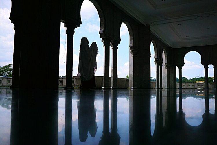 Travel One Woman Only Light Wilayah Persekutuan Mosque Indoors  Mosque Architecture Only Women Shadow Indoors  Religion N Faith Religion Architecture Muslim Woman Hajj2017 Mecca Al-mukarramah Mecca Saudi Arabia Praying