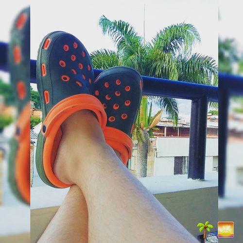 Desparcahado ando! 🌅🌴🌅🌴 Afternoon Tardeando Tuesday Selfieofmyfeets feets palm lazy