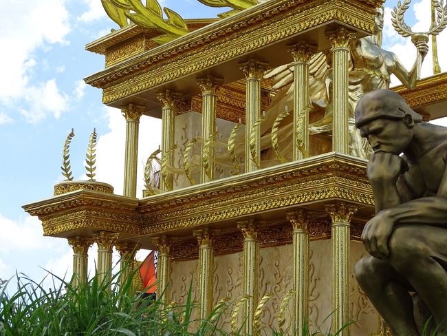 ezefer Architectural Column Architecture Art Arts Culture And Entertainment ArtWork Building Exterior Built Structure Carnaval Carnaval2017sp Carnival City Day Gold Gold Colored Human Representation Low Angle View No People Outdoors Place Of Worship Sculpture Sky Spirituality Statue Tourism Travel Destinations