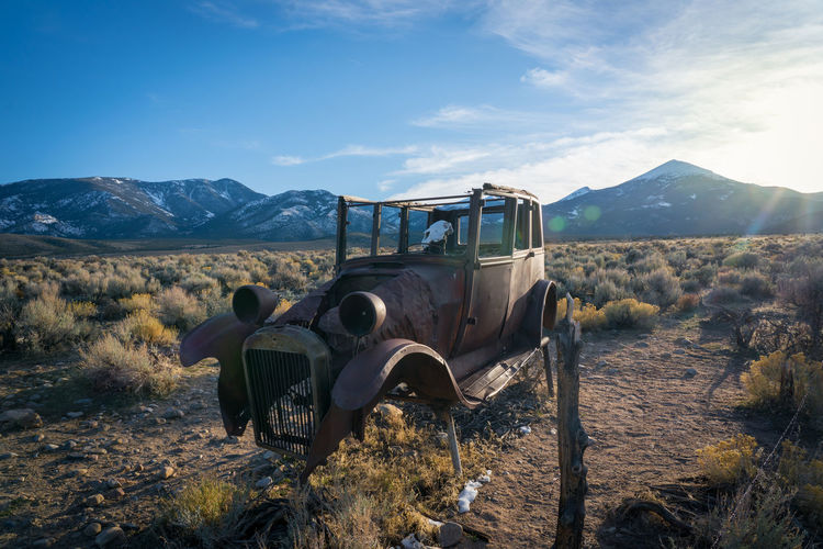 Rusty old car in the middle of nowhere Art Installation Great Basin Retro Sunset_collection Middle Of Nowhere Nevada Old Car Rusty Skull Sun Flare Sunflare Sunset Tumble Weed Wildwest