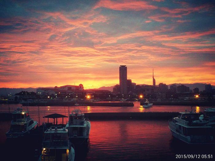 今朝の朝焼け見た方いますか~? Sunrise Happyhappyhappy やばい キレイ