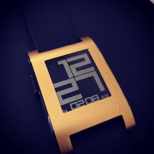 Coming up on my blog this weekend is my thoughts on @pebblewraps for my Pebble.... BlackNGold Pebble @pebble Wraps