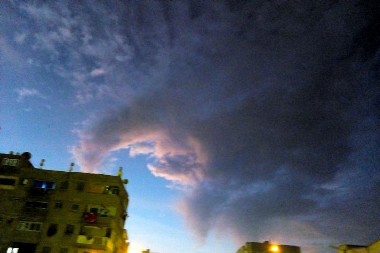 Built Structure Dramatic Sky Building Exterior Architecture Sky Night Power In Nature Cloud - Sky Nature
