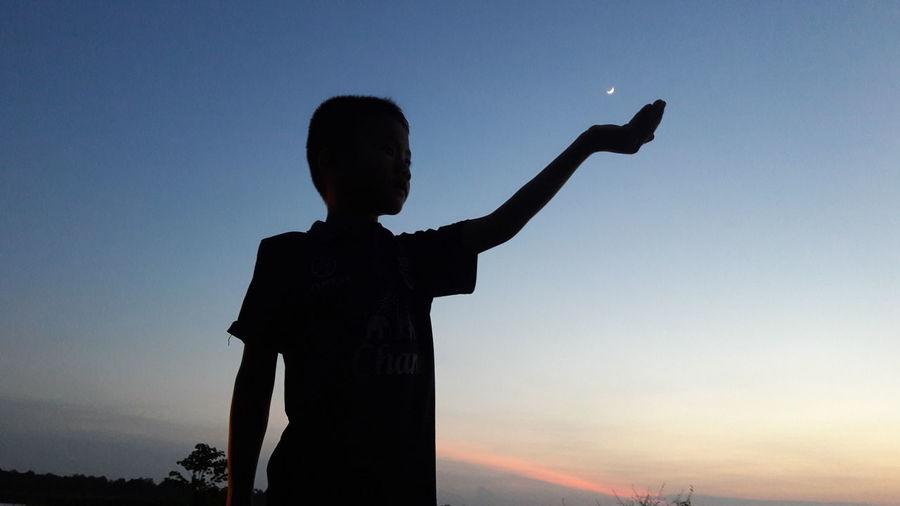 Evening Moon Boy And Moon Evening Boy Alittle Boy Sky Eveningsky Boy , Evaning , Sky , Moon