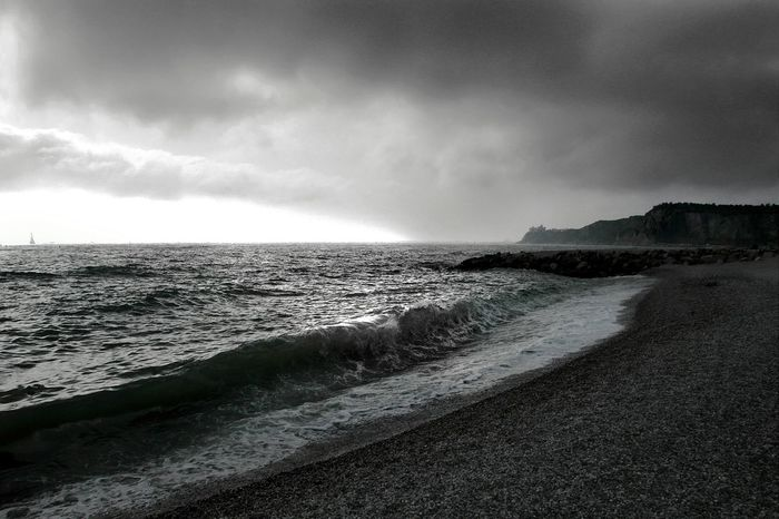 Relaxing EyeEm Trieste Sea And Sky Darkness And Light Trieste Bwn Bn Seascape Trieste