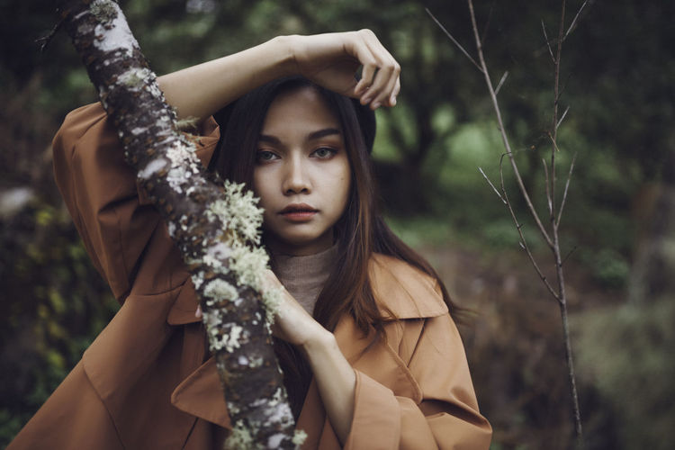 Portrait One Person Young Adult Looking At Camera Plant Focus On Foreground Tree Front View Nature Holding Women Young Women Day Adult Beautiful Woman Headshot Beauty Long Hair Hair Outdoors Hairstyle Contemplation