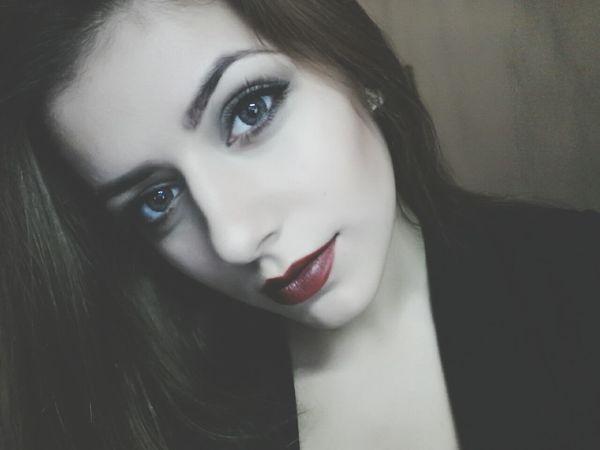 Vamp Eyes Red Lips