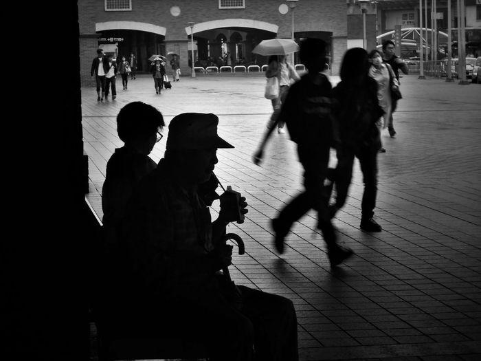 2017/5/25 街拍獵影~動•靜;急•緩 於淡水捷運站 Taiwan Bw Bw_lover BW_photography B&w Photo B&w Bw Photography B&w Photography Bwphotography Streetphotography Street Street Photography Streetphoto_bw Street Scene Streetphotography_bw b&w street photography Shadow Shadows City Men Shadow EyeEmNewHere