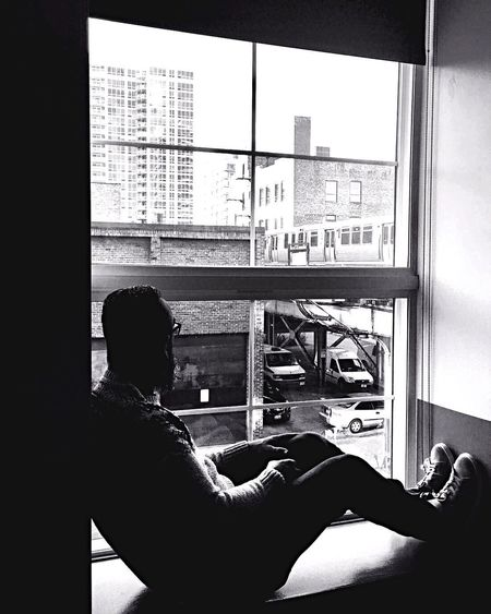 Watching Chicago go by USAtrip Travelling Photography Good Times Chicago Window One Person Indoors  Sitting Real People Day Technology Relaxation Adult Men Lifestyles Full Length