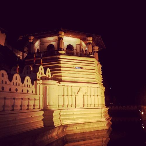 Kandy Toothtemple SriLanka Daladamaligava Buddhists