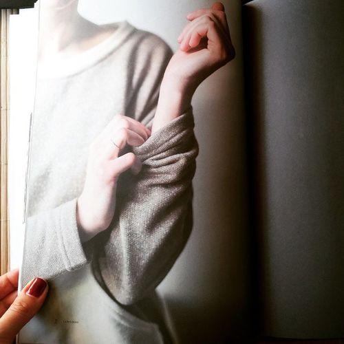 Запястье - однаиз любимых и эротичных частей женского тела💭 Наверное, поэтому я так завораживаюсь фламенко🙆 А что у вас из любимого? запястье фламенко Flamenco Flamencohands Laboussolemag La_boussole LaBoussole Lviving Hands Arms руки Wrist чтоуваслюбимое частитела Balconygarment Fiftyshades оттенки