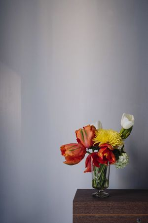 Flower Mix Summer Flowers Spring Flowers Colourful Flowering Plant Flower Plant Vase Indoors  Vulnerability  Fragility Still Life Flower Arrangement Copy Space Flower Head Close-up Beauty In Nature No People Table Petal