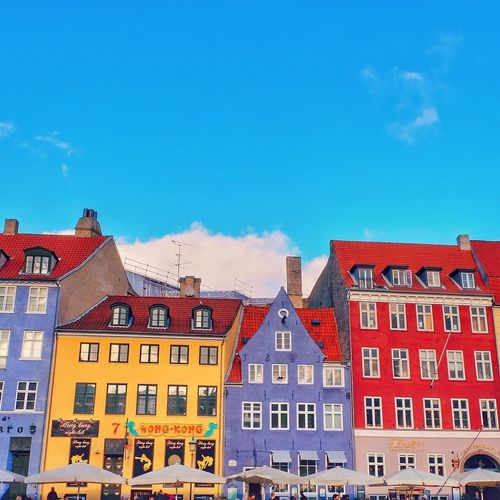 Colorful Houses Architecture Architecture_collection Windows Blue Sky Traveling Nyhavn Copenhagen, Denmark Walking Around Looking Up City Life