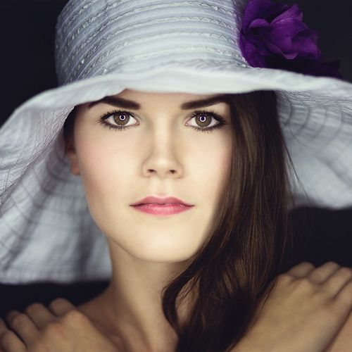 Beauty with hat Feinfarben Photography Creative Onelight Ringlight Model Young Women Natural Beauty Look Eyes Studio Photography