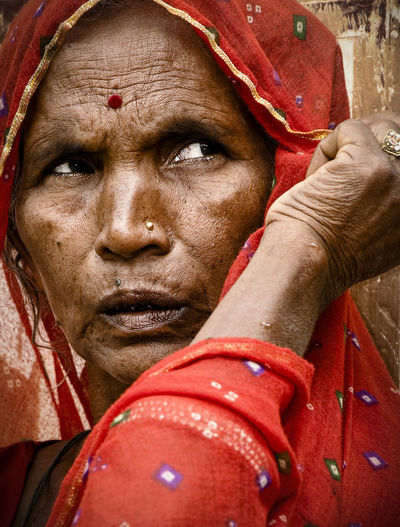 NotYourCliche India Indian Woman Mandawa Faces In Places Untold Stories People Watching Portrait Of A Woman Travel Photography Traveling Picturing Individuality The Portraitist - 2017 EyeEm Awards This Is My Skin This Is My Skin