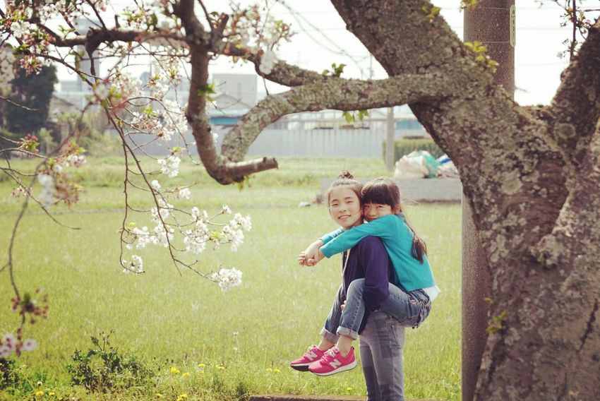 Family With One Child Togetherness Adult Day Tree People Love Standing Nature Casual Clothing Outdoors Childhood Bonding Growth Senior Adult Flower Domestic Life Women Happiness Child Japan Asian  Asian Eyes EyeEm Best Shots Shizuoka
