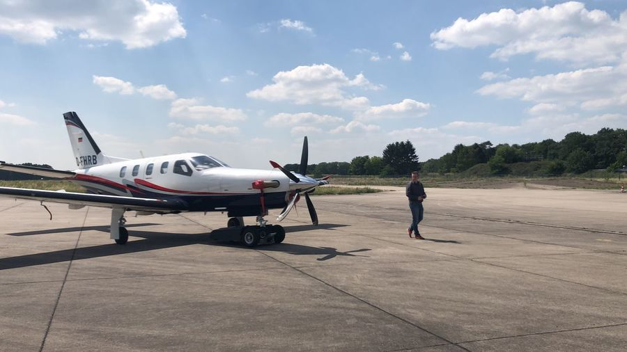 Airplane Walk Tow Tug Socata Tbm 850 Air Vehicle Transportation Mode Of Transportation Airplane Cloud - Sky Sky Airport One Person Day