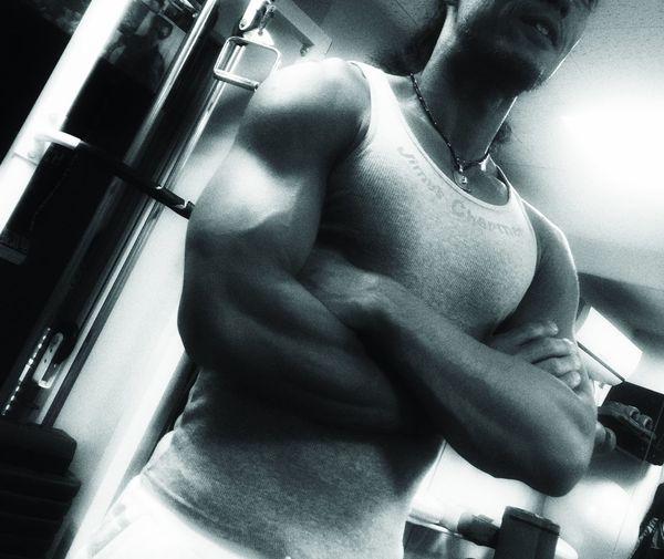 以前より絞った、私のパーソナルトレーナー42歳。 絞ったのに肩とか腕は ごっつくなってるという... 少し前にウエスト70センチやったけど、今は70センチ切ってるんちゃうかな。あー、私も頑張らな(`_´)ゞ Training Personal Trainer Gym マッチョ Body & Fitness Sculpting A Perfect Body The Amazing Human Body Bodyshot やればできる