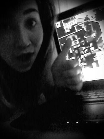 Playing Sims <3 Oldie