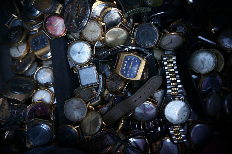 Lot of broken vintage watches Lot Of Watches Time Time To Reflect Vintage Vatches Watches⌚️