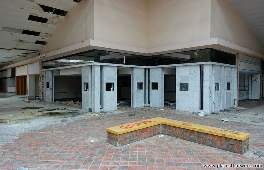 More from Rolling Acres dead mall: http://www.placesthatwere.com/2017/07/rolling-acres-dead-mall.html Retail  Akron Ohio Store Urbex Abandoned Building Urban Decay Rust Belt Rolling Acres Abandoned Places Abandoned Buildings Dead Mall Abandoned & Derelict Urban Exploration Mall Abandoned Mall Dead Malls Creepy Eerie Abandoned Ruins Architecture Water Damage Built Structure Indoors  Rotting