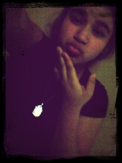 If Your Viewingg Thiss Picture Catch My Kiss <333 c;
