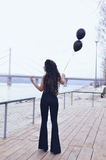 Beautiful People Photoshooting Beautiful Woman Black Balloon Black Clothes Canonphoto Canonphotography Curly Hair Day Focus On Foreground Full Length Leisure Activity Lifestyles Longhair Nature One Person Outdoors Photoart Photography Real People Sky Standing Water Young Adult Young Women
