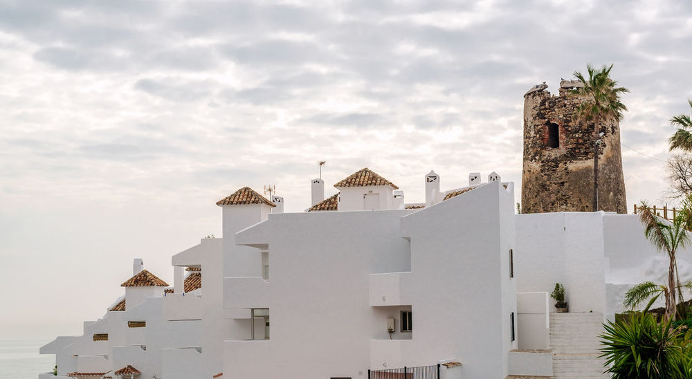 Rooftops of the spanish condominium and tower against cloudy sky Houses Malaga Rooftop SPAIN Skyline Urbanization Ancient Architecture Architecture Building Exterior Built Structure Condominium Condominium Architecture Costa Del Sol Neighborhood Outdoors Residential Building Roofs Tower Urban Urban Landscape Urban Skyline White Houses