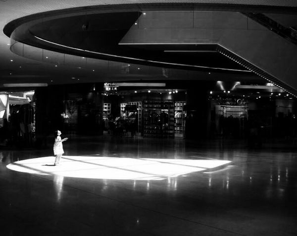 An angel just comes down to the ground~Un ange vient de tomber sur terre (一个天使刚刚降临人间) Guangzhou China Shop Girl Angel Sunshine Black And White