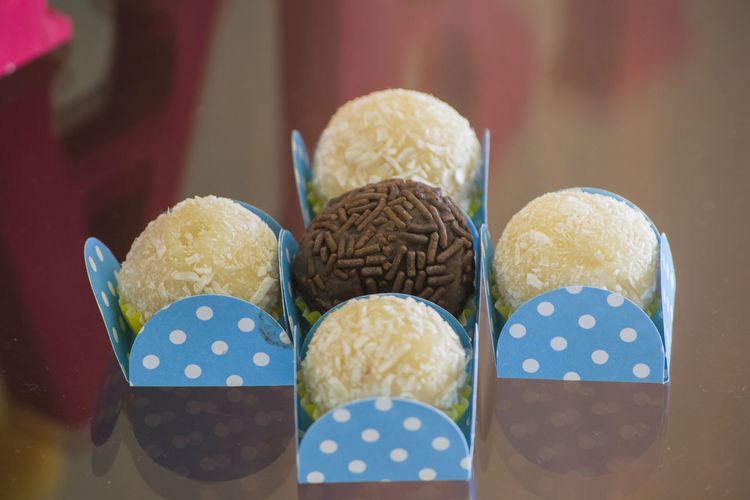 Brigadeiros e Beijinhos Appetizer Beijinho Birthday Birthday Party Brazilian Food Brigadeiro Brigadeiros Candy Close-up Dessert Doce Doces Food Food And Drink Food Party  Freshness In A Row Indoors