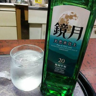速やかに焼酎ボトルで♪ 鏡月 酒場 網走 北海道 drinking