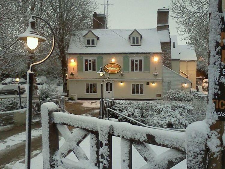 Winter Snow ❄ Magical Pub